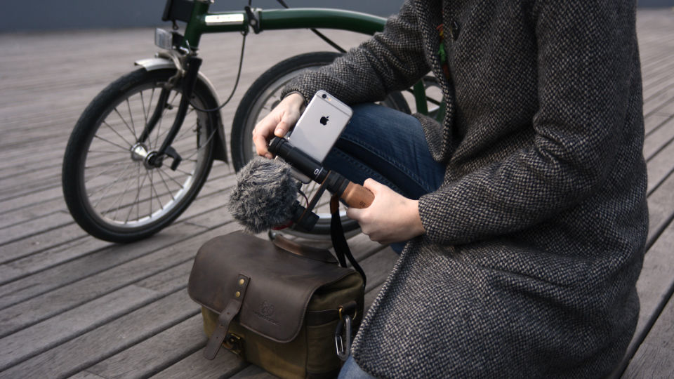 SHOULDERPOD R2 POCKET SMARTPHONE RIG FOR IPHONE bicycle