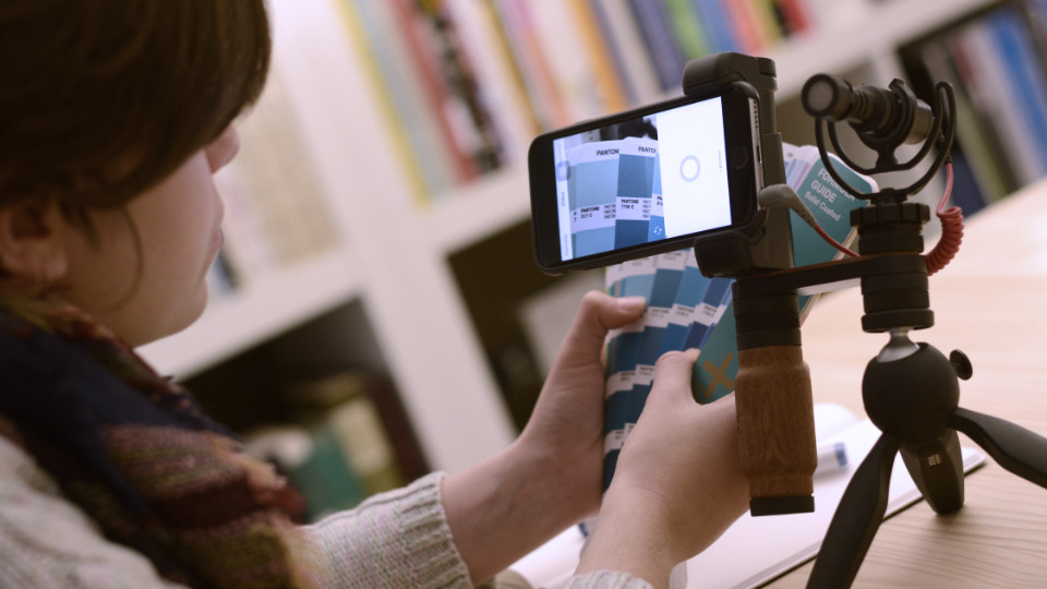Shoulderpod R2 pocket rig for iphone - table top